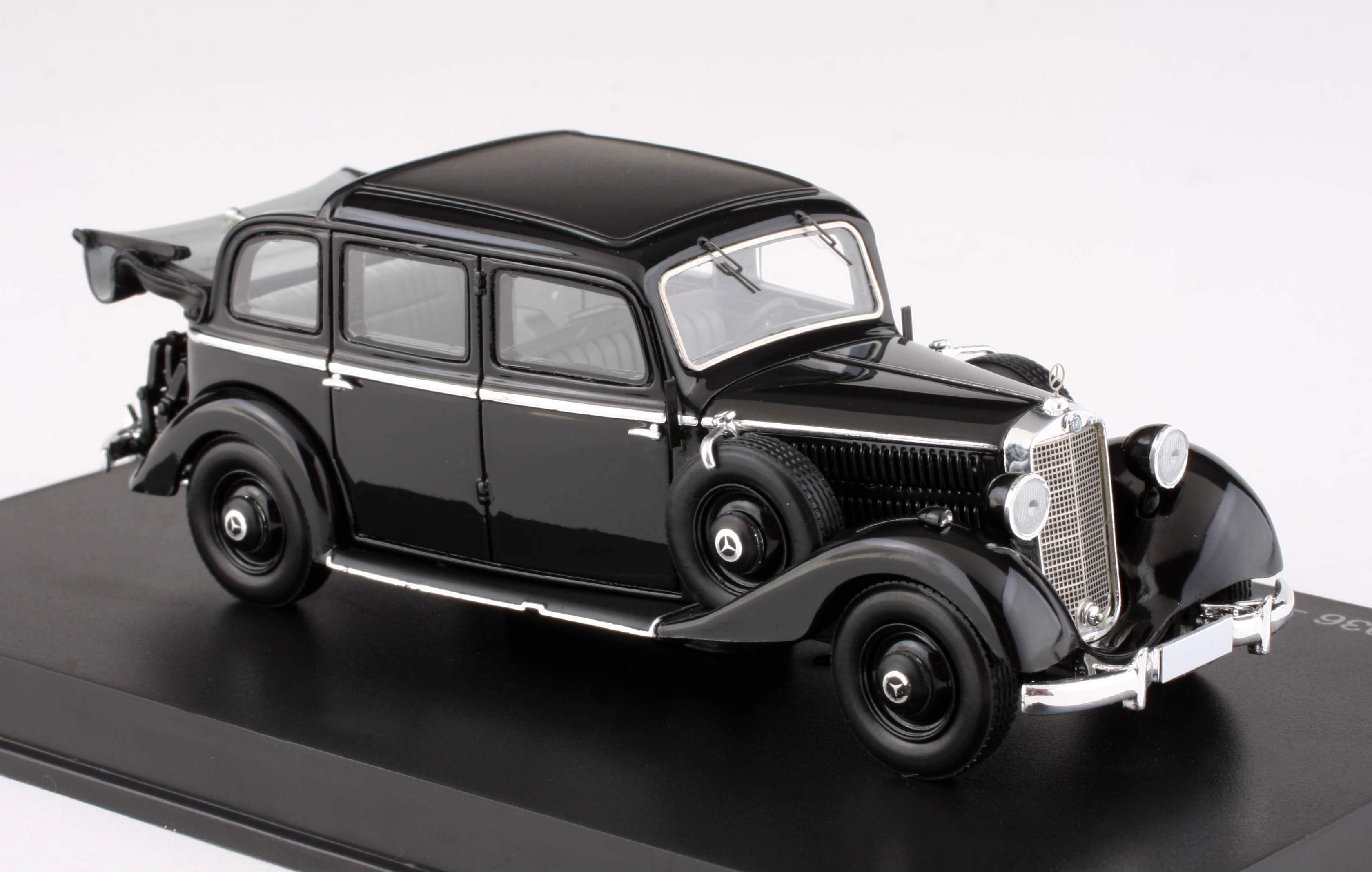1:43 Esval - 1936-1940 Mercedes-Benz 260D Pullman Landaulet - Diecast Model Car 1/43 scale