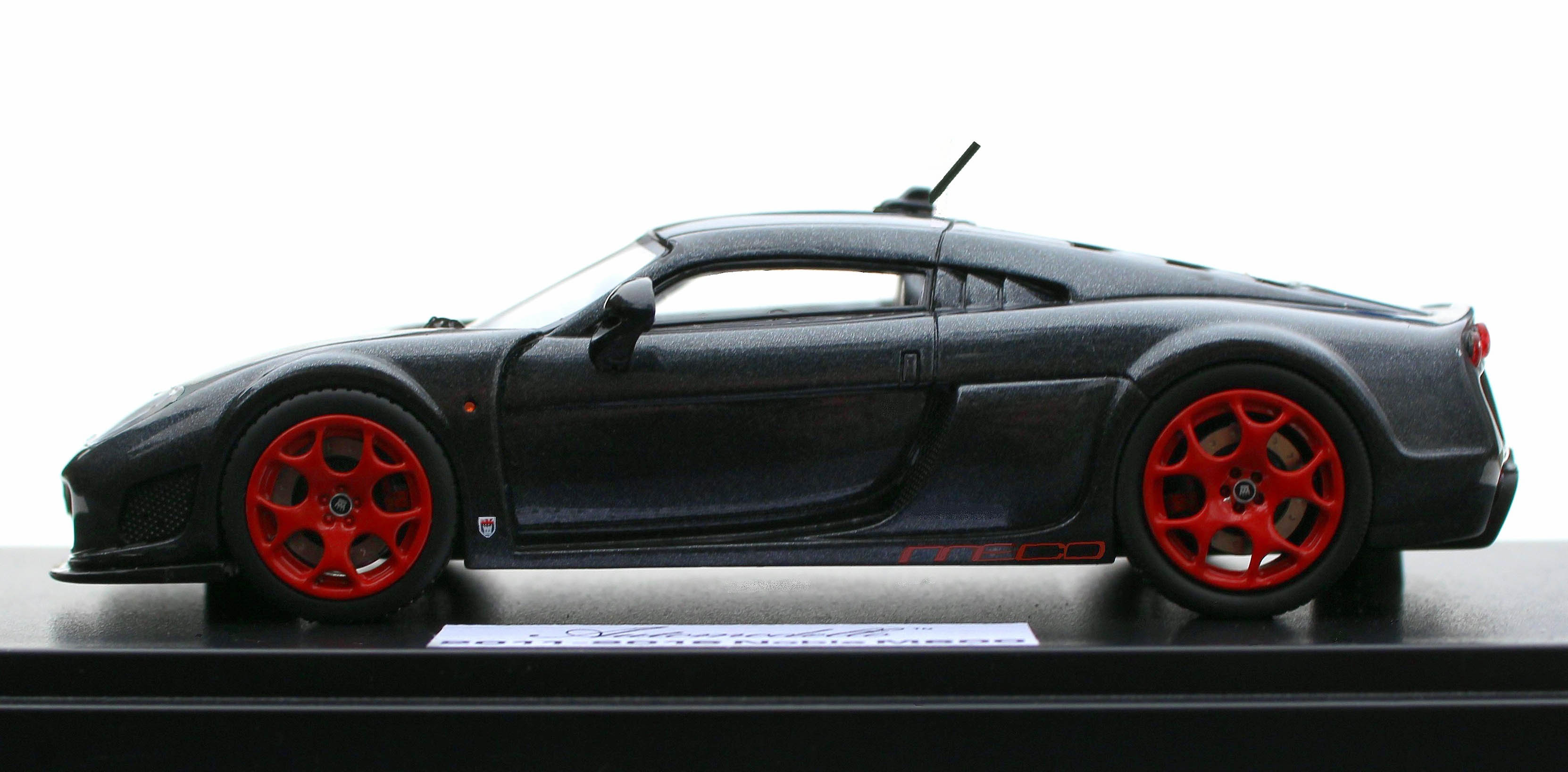 Automodello – 1.43 Noble M600